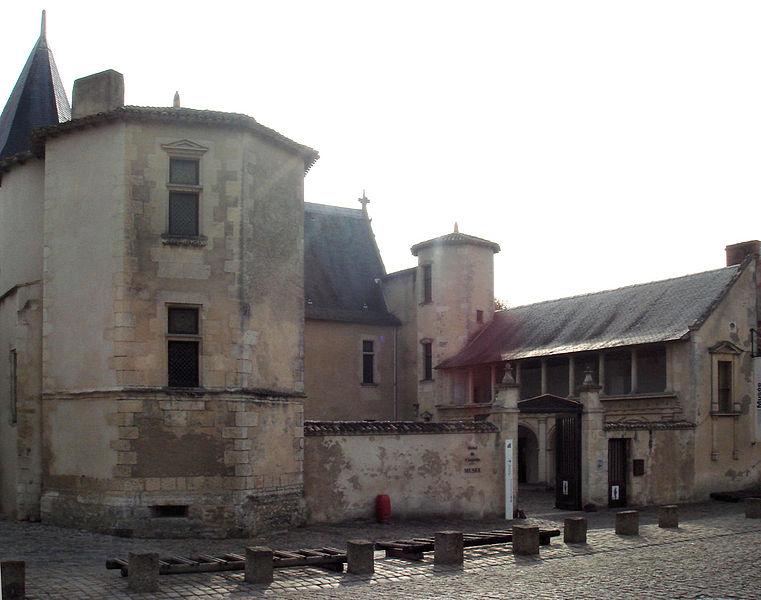 Photo du Monument Historique Ancienne abbaye, dénommée aussi ancien château des Seigneurs de Rhé ou ancien hôtel de Clerjotte situé à Saint-Martin-de-Ré