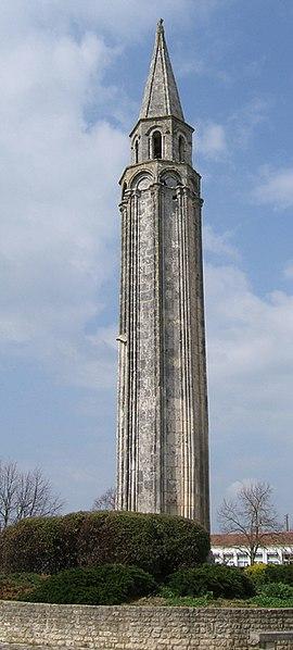 Photo du Monument Historique Lanterne des morts situé à Saint-Pierre-d'Oléron
