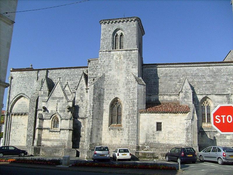 Photo du Monument Historique Eglise Saint-Porchaire situé à Saint-Porchaire