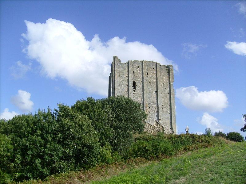 Photo du Monument Historique Tour de Broue situé à Saint-Sornin
