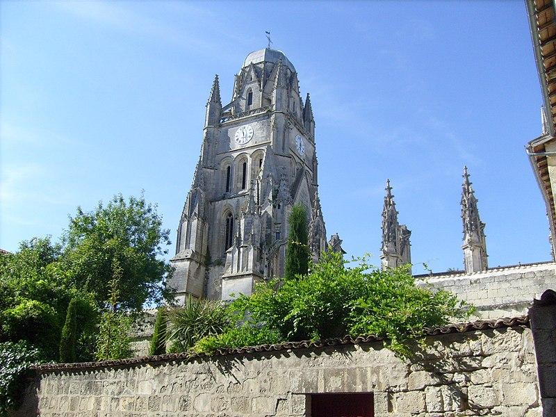 Photo du Monument Historique Eglise Saint-Pierre situé à Saintes