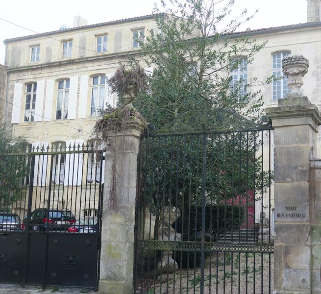 Photo du Monument Historique Hôtel Monconseil, actuellement musée d'art régional situé à Saintes
