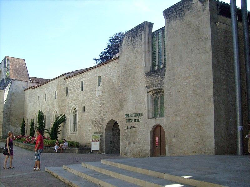 Photo du Monument Historique Ancien couvent des Jacobins et ancienne maison de Maurice Martineau, actuellement bibliothèque municipale situé à Saintes