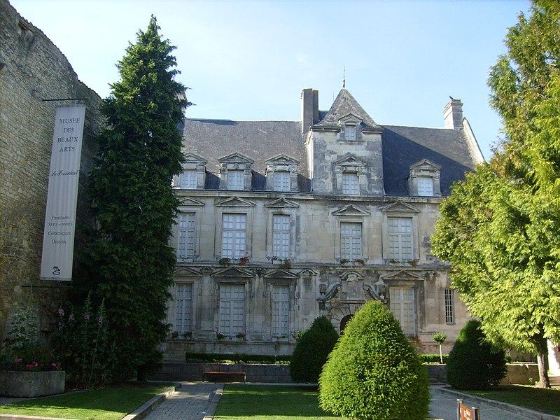 Photo du Monument Historique Maison dite du Présidial situé à Saintes
