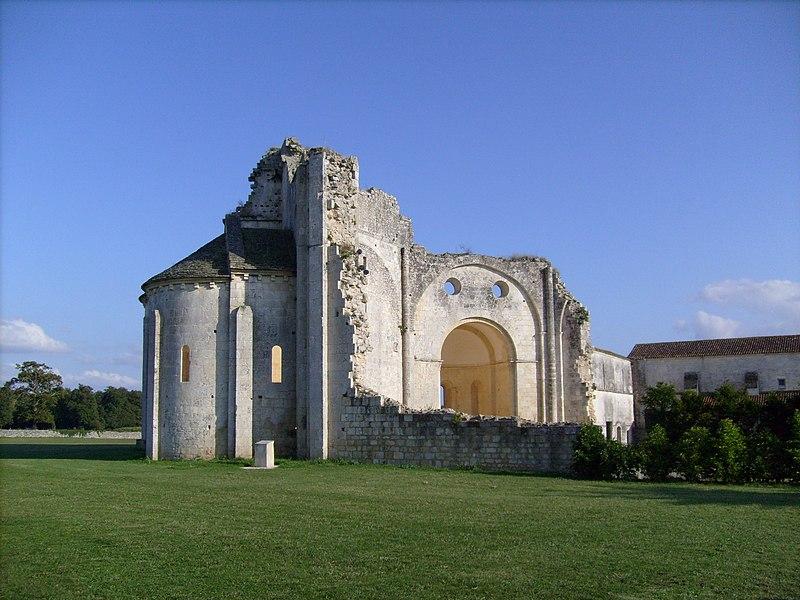 Photo du Monument Historique Ruines de l'ancienne abbaye situé à Trizay