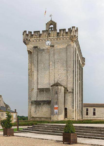 Photo du Monument Historique Ancien château, actuellement Hôtel de ville situé à Pons