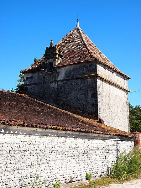 Photo du Monument Historique Domaine de Beaulieu situé à Germignac