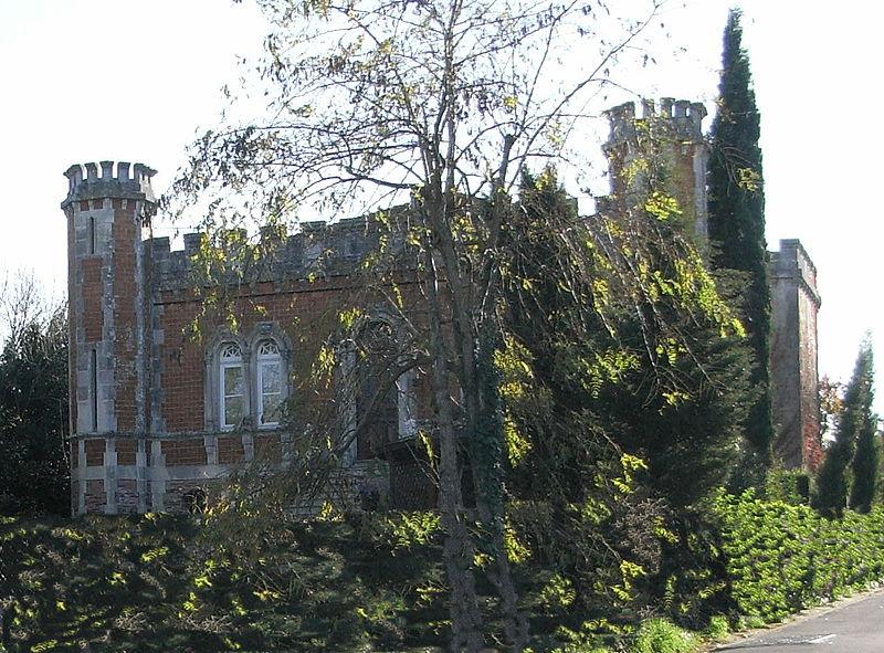 Photo du Monument Historique Villa les Tourelles situé à Port-des-Barques