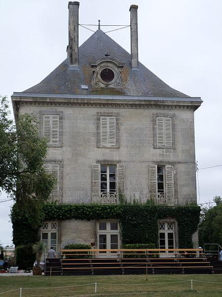 Photo du Monument Historique Haras national situé à Saintes