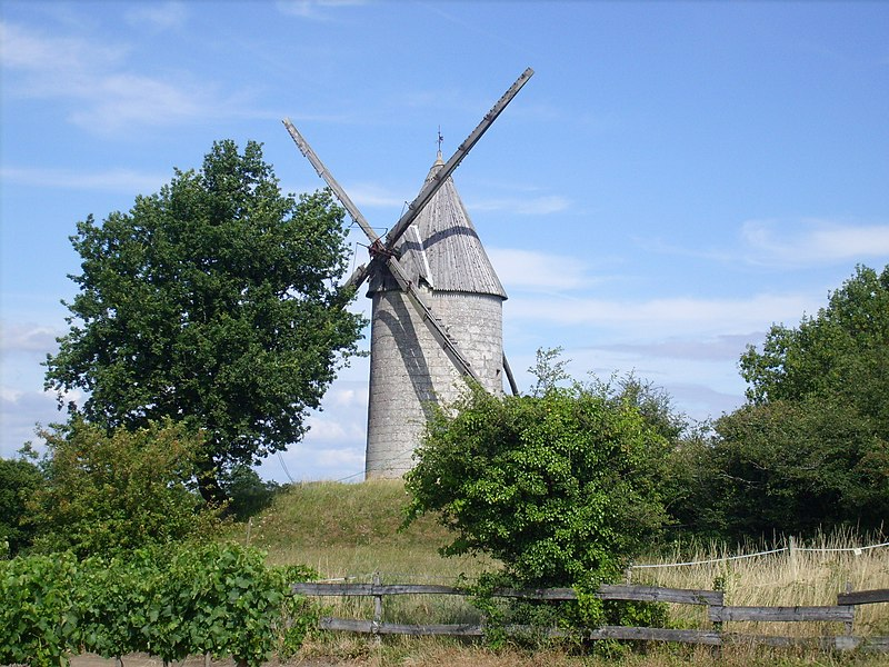 Photo du Monument Historique Moulin à vent de la Croix situé à Saint-Thomas-de-Conac