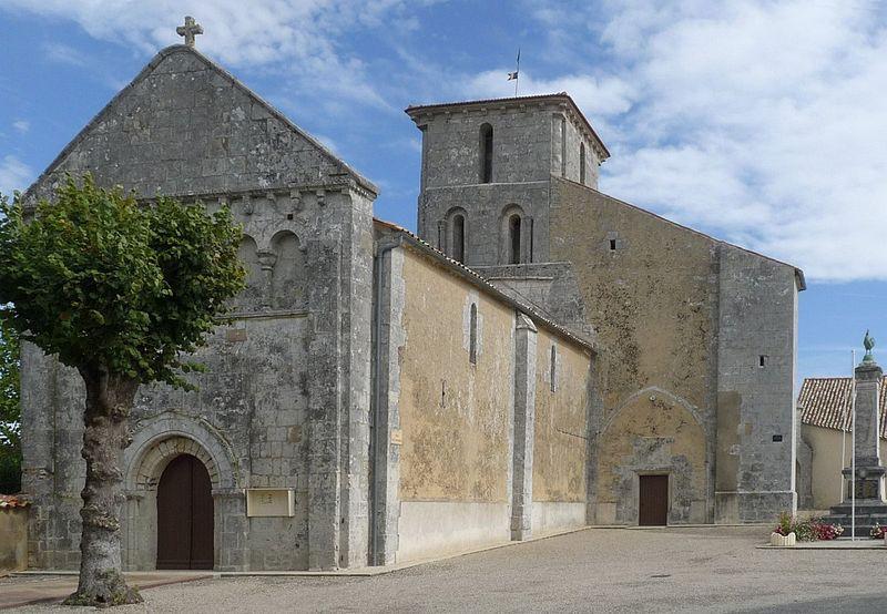 Photo du Monument Historique Eglise Saint-Pierre situé à Semoussac