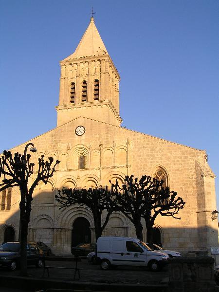 Photo du Monument Historique Eglise paroissiale Saint-Gervais et Saint-Protais situé à Jonzac