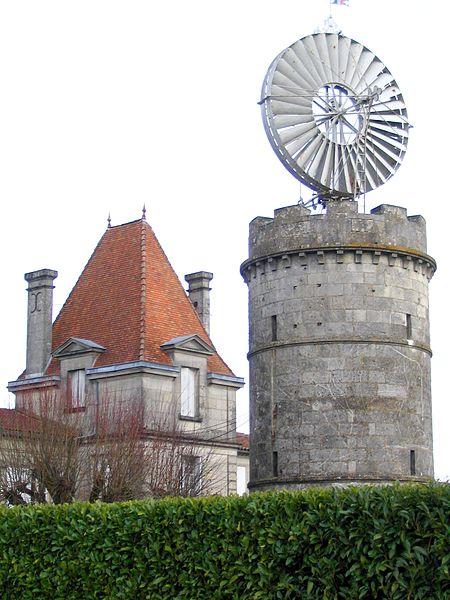 """Photo du Monument Historique Eolienne sise au lieudit """"Le Clône"""" situé à Pons"""