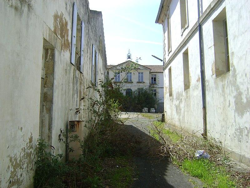 Photo du Monument Historique Magasin aux vivres situé à Rochefort