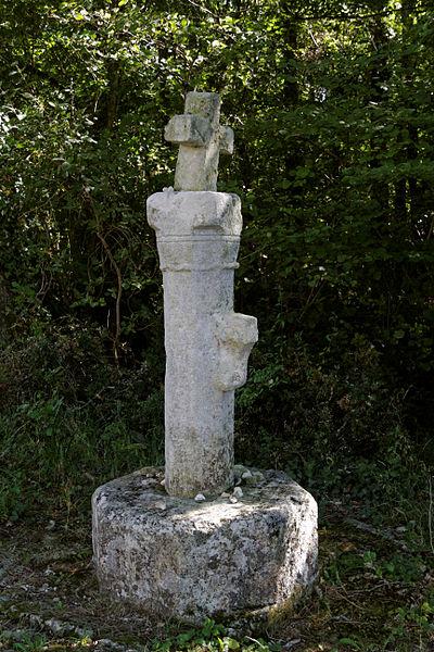 Photo du Monument Historique Ancienne croix de carrefour situé à La Frédière