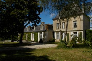 Photo du Monument Historique Château de la Faye situé à Villexavier