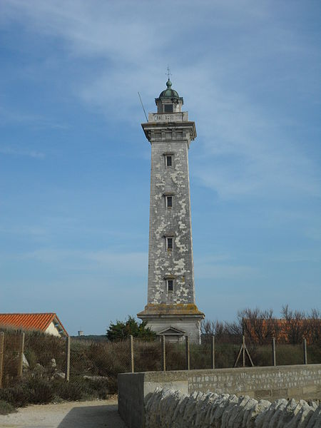 Photo du Monument Historique Phare du Port situé à Saint-Georges-de-Didonne