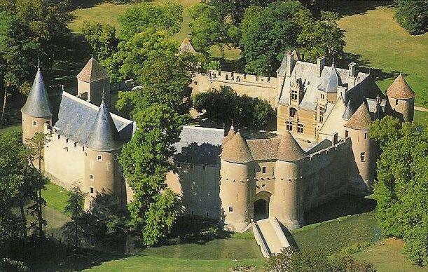 Photo du Monument Historique Château situé à Ainay-le-Vieil