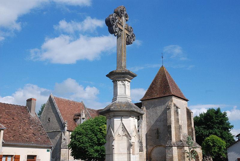 Photo du Monument Historique Eglise Saint-Martin situé à Ainay-le-Vieil