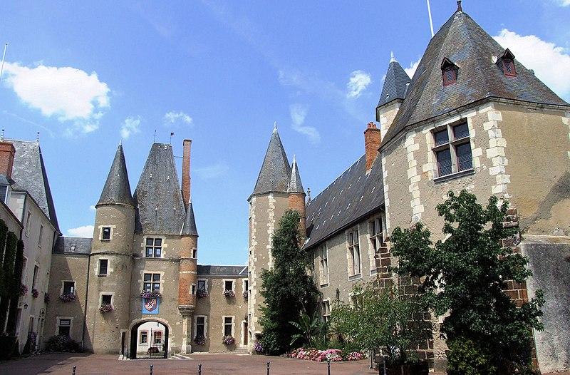 Photo du Monument Historique Château situé à Aubigny-sur-Nère