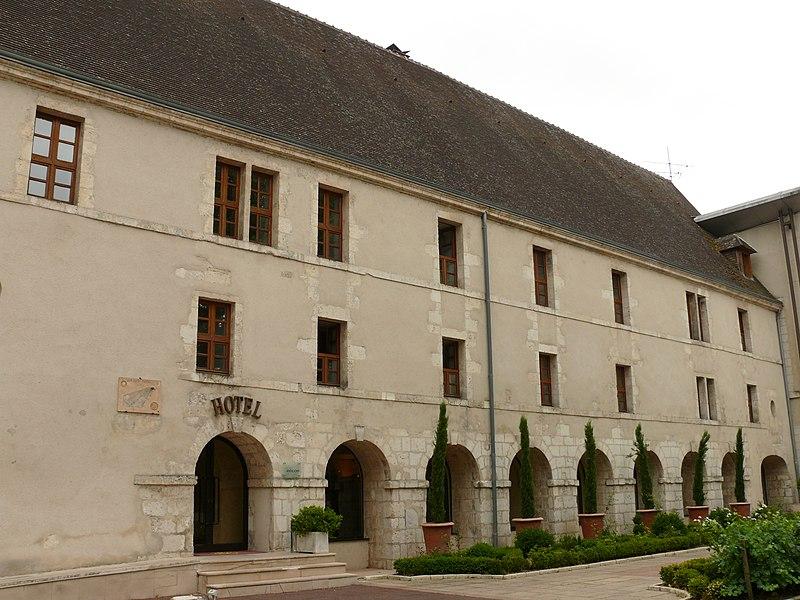 Photo du Monument Historique Ancienne abbaye Saint-Ambroix, puis hôtel de Bourbon situé à Bourges