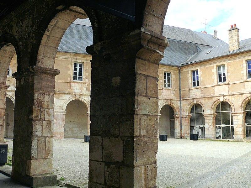 Photo du Monument Historique Ancien couvent des Augustins et vestiges de l'église conventuelle situé à Bourges