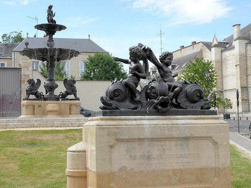 Photo du Monument Historique Fontaine dite de Bourdaloue situé à Bourges
