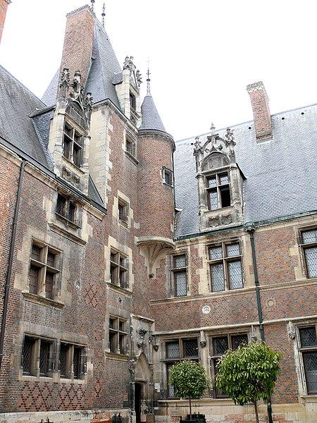 Photo du Monument Historique Hôtel Cujas, ou Salvi situé à Bourges
