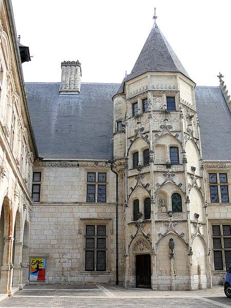 Photo du Monument Historique Hôtel des Echevins (ancien Hôtel de ville) situé à Bourges