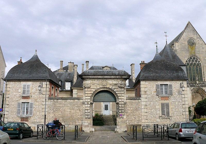 Photo du Monument Historique Ancienne maison de la chanoinesse des Bénédictines de Saint-Laurent situé à Bourges