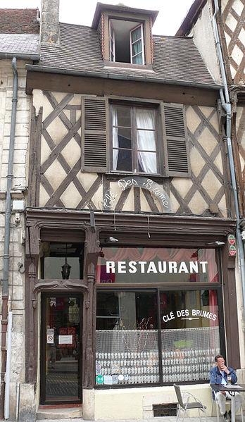 Photo du Monument Historique Maison à pans de bois situé à Bourges