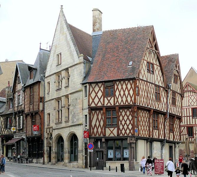 Photo du Monument Historique Immeuble voisin de l'hôtel Pelvoysin situé à Bourges