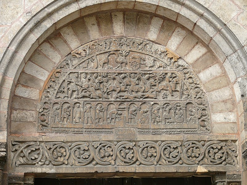 Photo du Monument Historique Porte Saint-Ours, provenant de la collégiale Saint-Ursin situé à Bourges