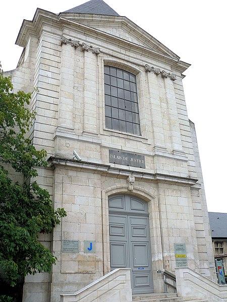 Photo du Monument Historique Ancien couvent des Ursulines, ou ancien Grand Séminaire, actuel Palais de Justice situé à Bourges