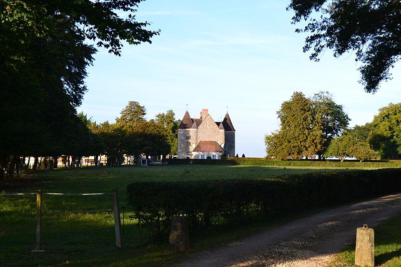 Photo du Monument Historique Château du Plessis situé à La Celle-Condé