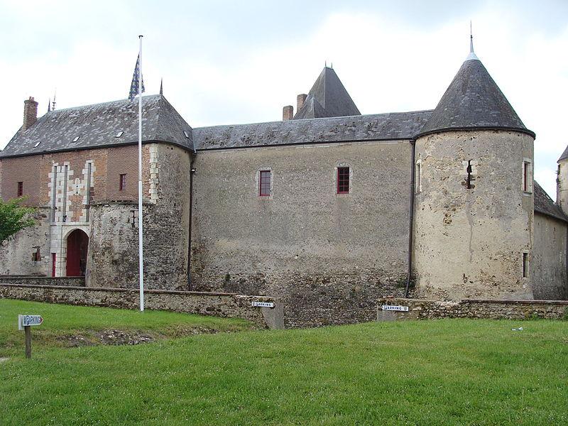 Photo du Monument Historique Château de Béthune situé à Chapelle-d'Angillon (La)