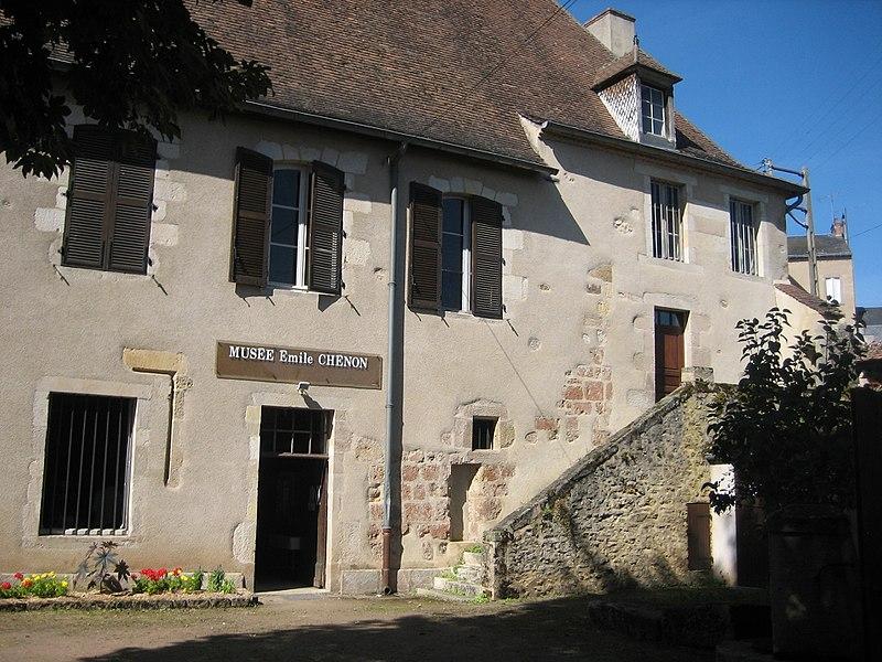 Photo du Monument Historique Maison, dite maison Grégueil (anciennement Petit Château) situé à Châteaumeillant