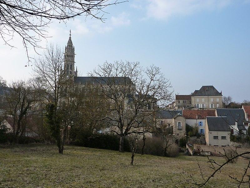 Photo du Monument Historique Basilique Notre-Dame-des-Enfants situé à Châteauneuf-sur-Cher