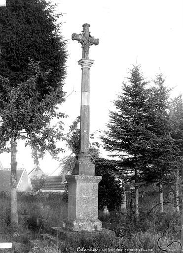 Photo du Monument Historique Croix de cimetière situé à Colombiers