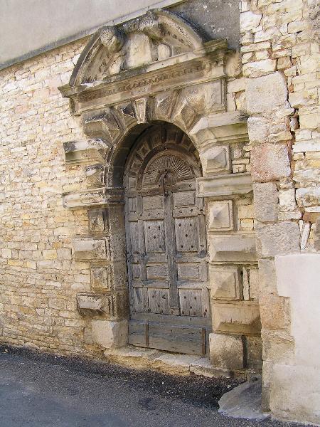 Photo du Monument Historique Porte du 17e siècle situé à Dun-sur-Auron