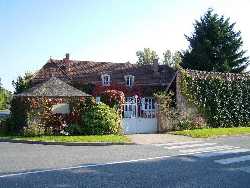 Photo du Monument Historique Ecole situé à Epineuil-le-Fleuriel