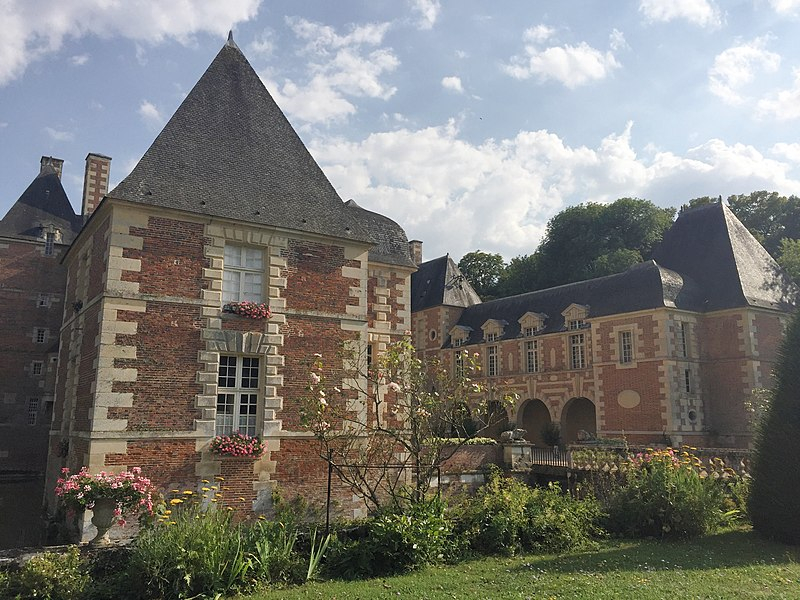 Photo du Monument Historique Château de Jussy situé à Jussy-Champagne