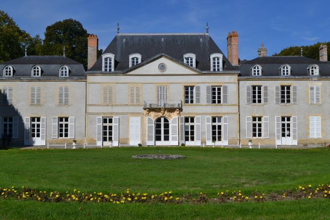 Photo du Monument Historique Château de Chevilly situé à Méreau