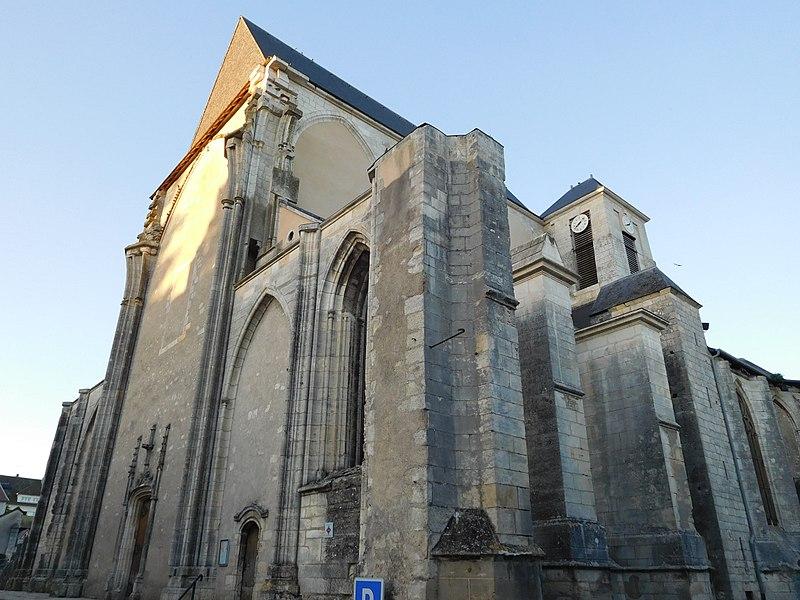 Photo du Monument Historique Eglise Saint-Pierre situé à Saint-Satur
