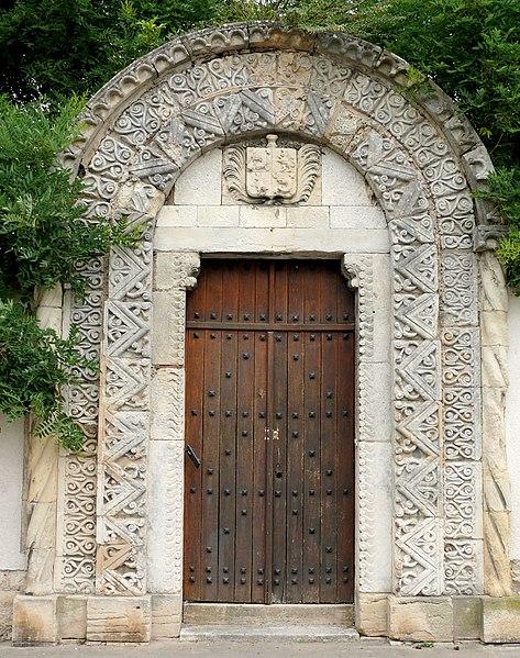 Photo du Monument Historique Maison du Château et porte romane situé à Bourges