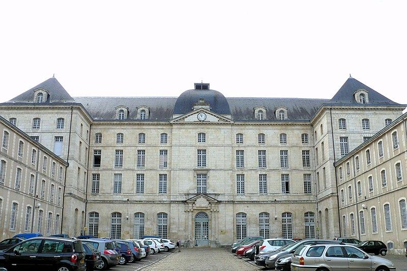 Photo du Monument Historique Ancien grand séminaire situé à Bourges