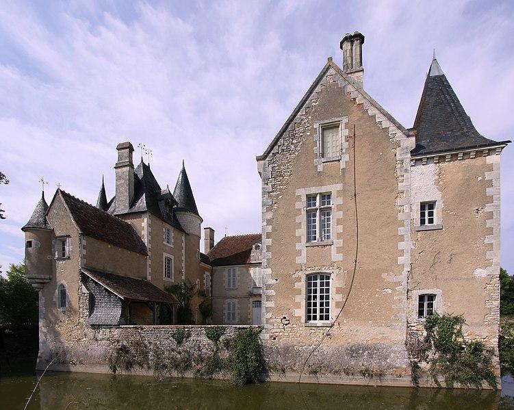 Photo du Monument Historique Château du Plaix situé à Saint-Hilaire-en-Lignières