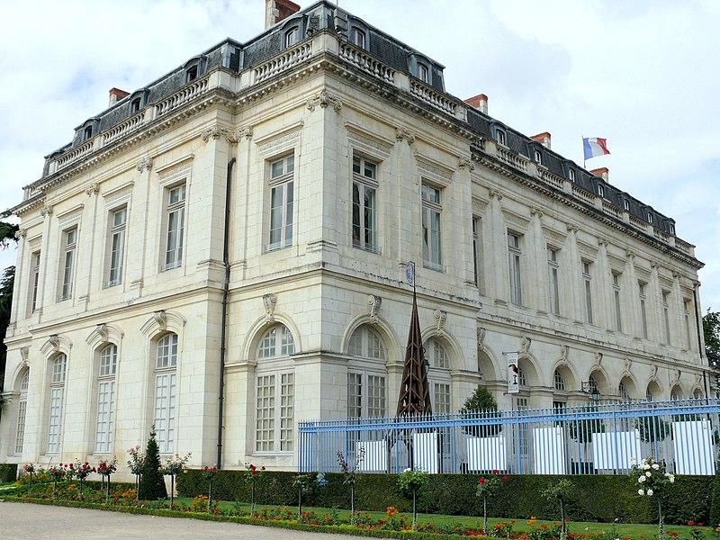 Photo du Monument Historique Ancien palais archiépiscopal, devenu Hôtel de ville situé à Bourges
