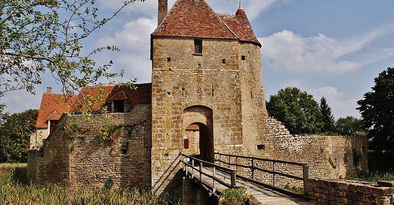 Photo du Monument Historique Maison forte de Mornay, dite aussi Château de la Cour ou de la Grand'Cour situé à Mornay-Berry