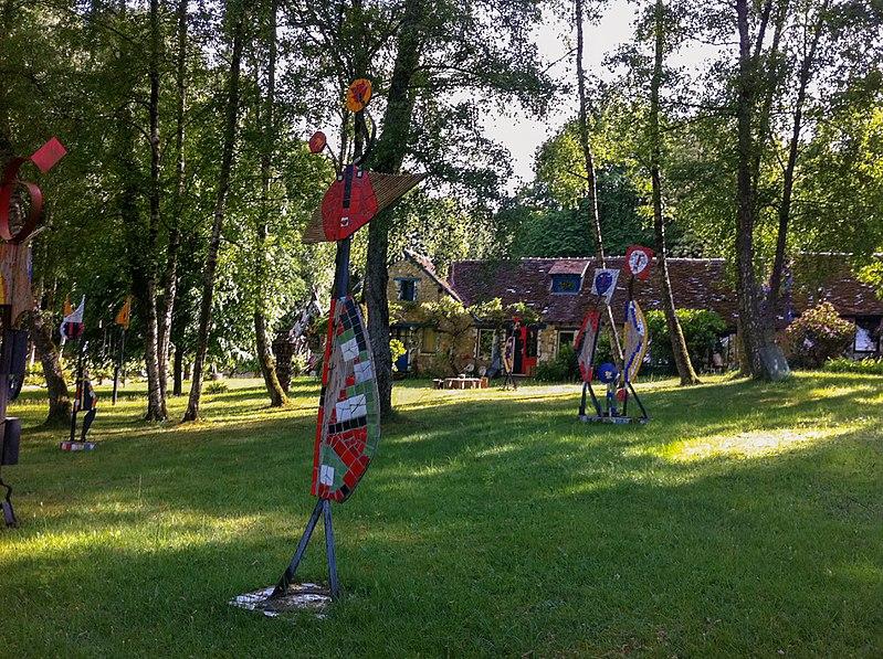 Photo du Monument Historique Ensemble bâti par le céramiste Jean Linard (1931 - 2010) situé à Neuvy-Deux-Clochers